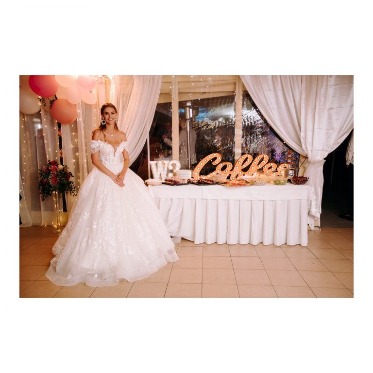 áčkové princeznovské svadobné šaty s čipkou