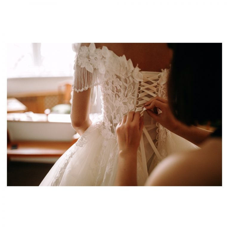 zaujímavé svadobné šaty