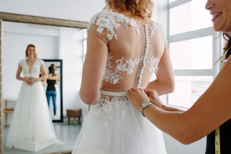 čo očakávať od skúšky svadobných šiat