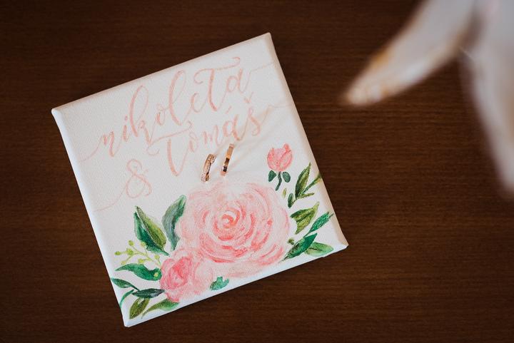 držiak na svadobné obrúčky