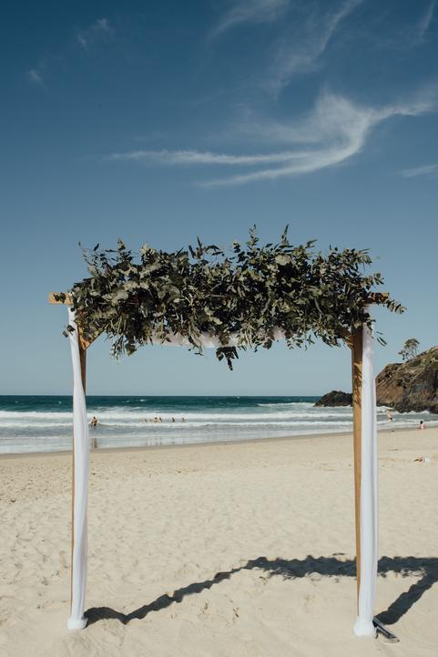 svadobný obrad na pláži pri mori