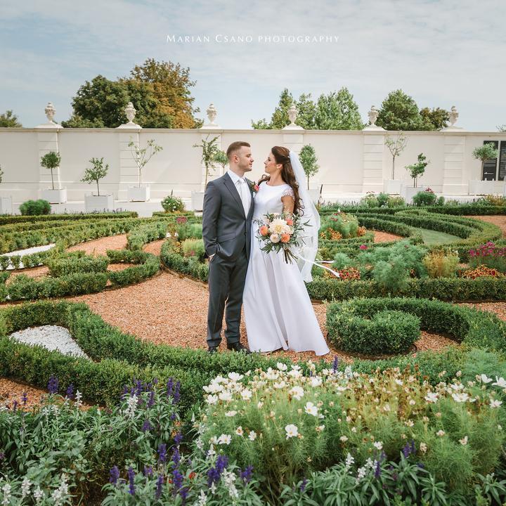 svadobné fotenie v záhrade na Bratislavskom hrade