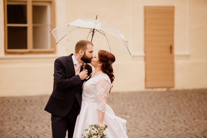svadobné fotenie v daždi