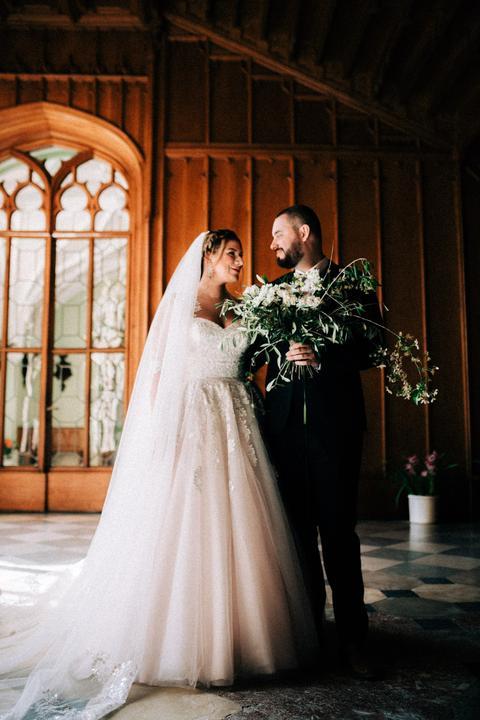 svadobné fotenie, strapatá svadobná kytica