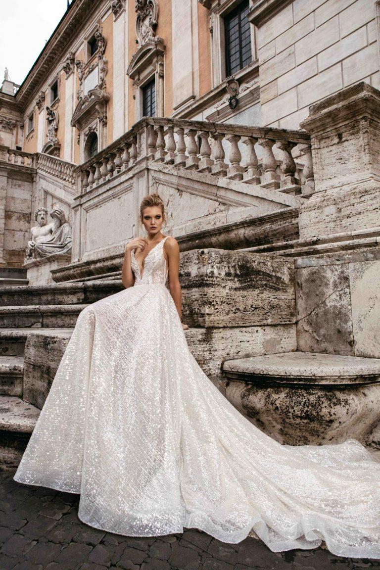 svadobné šaty s výstrihom do V