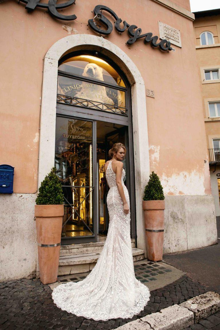 vyšívané svadobné šaty s perličkami
