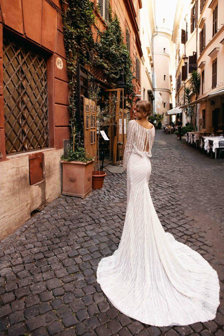 elegantné svadobné šaty s vlečkou