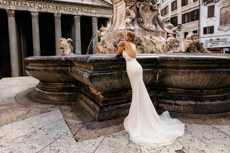 korzetové svadobné šaty s ramienkami a holým chrbtom