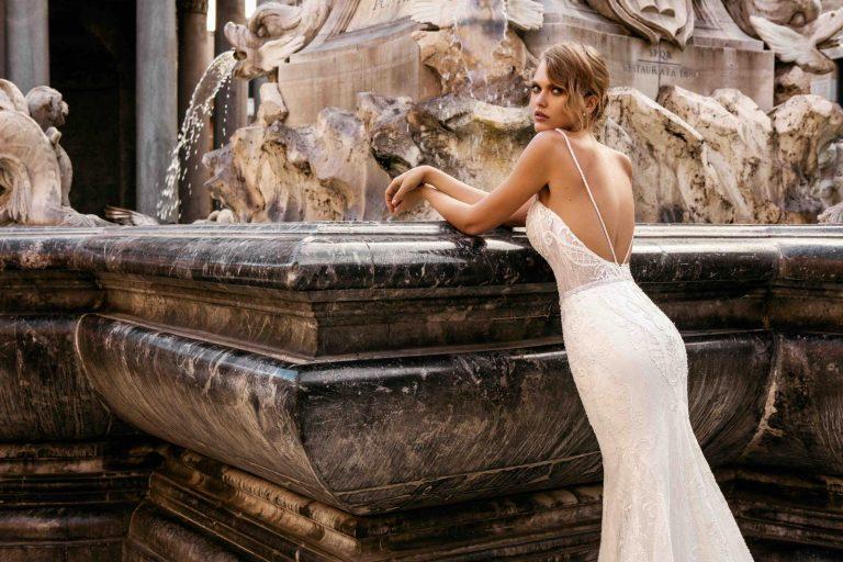vyšívané úzke svadobné šaty