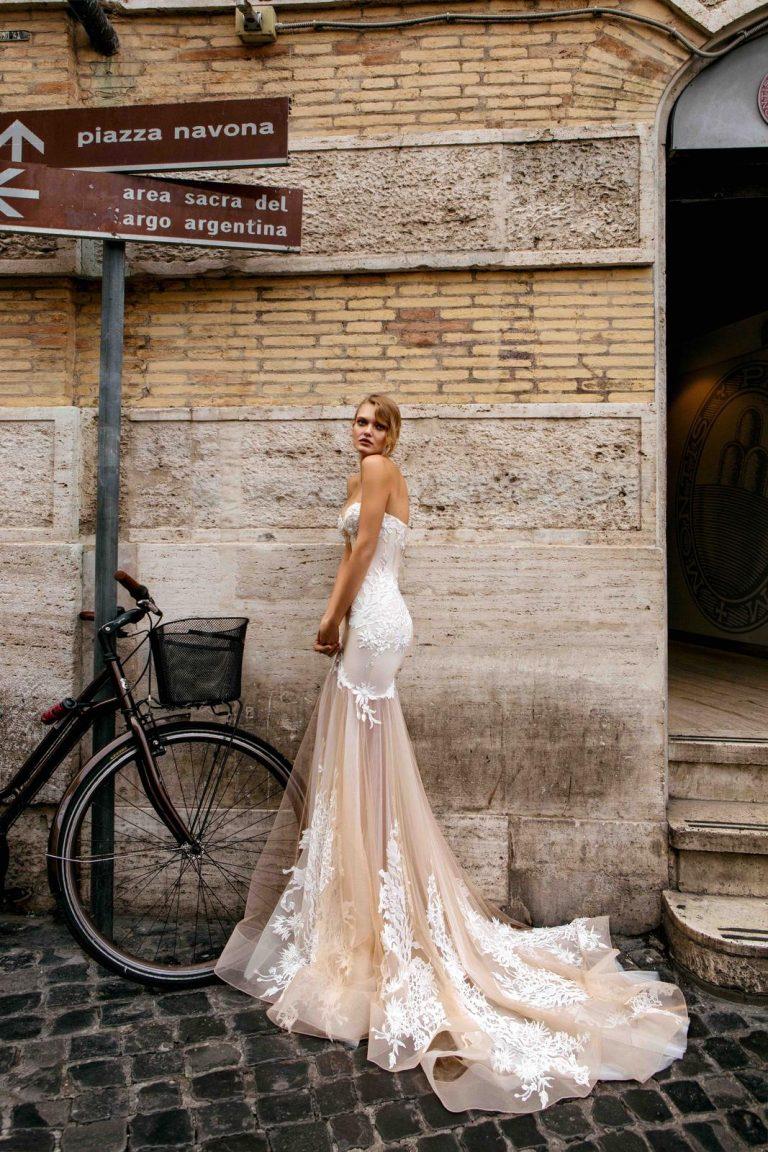 čipkované svadobné šaty v štýle morskej panny s vlečkou