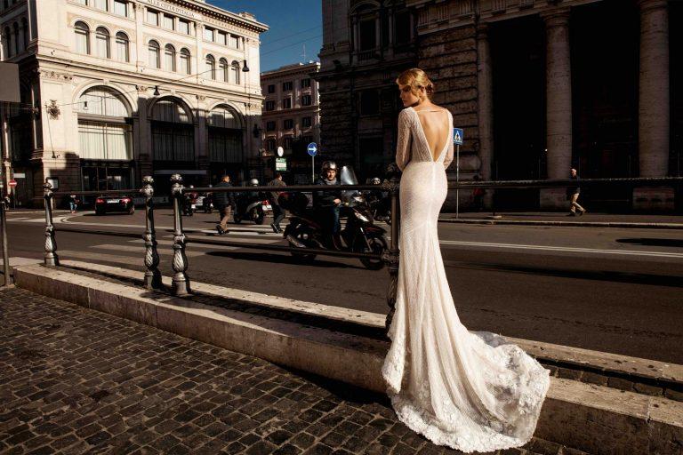 svadobné šaty s holým chrbtom
