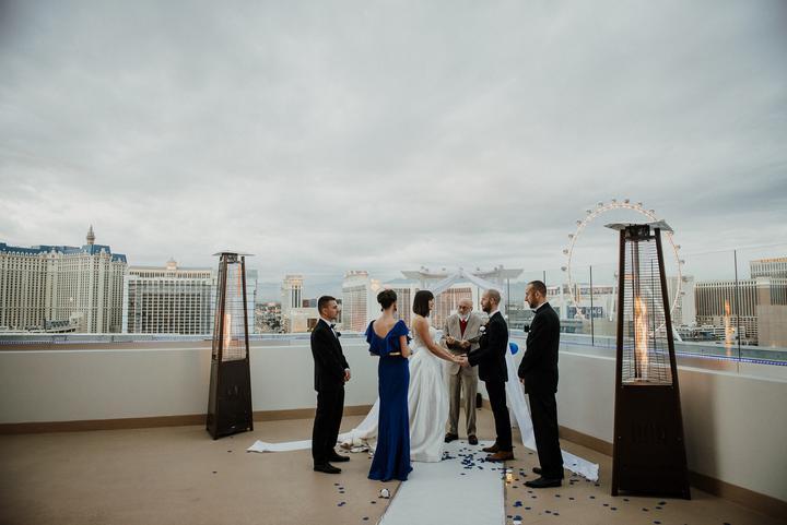 svadba na streche hotela v Las Vegas
