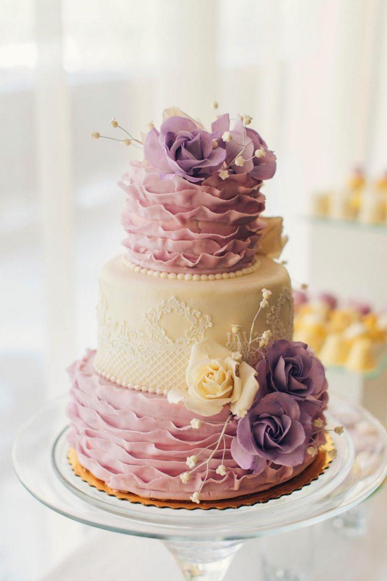 ružovo biela svadobná torta