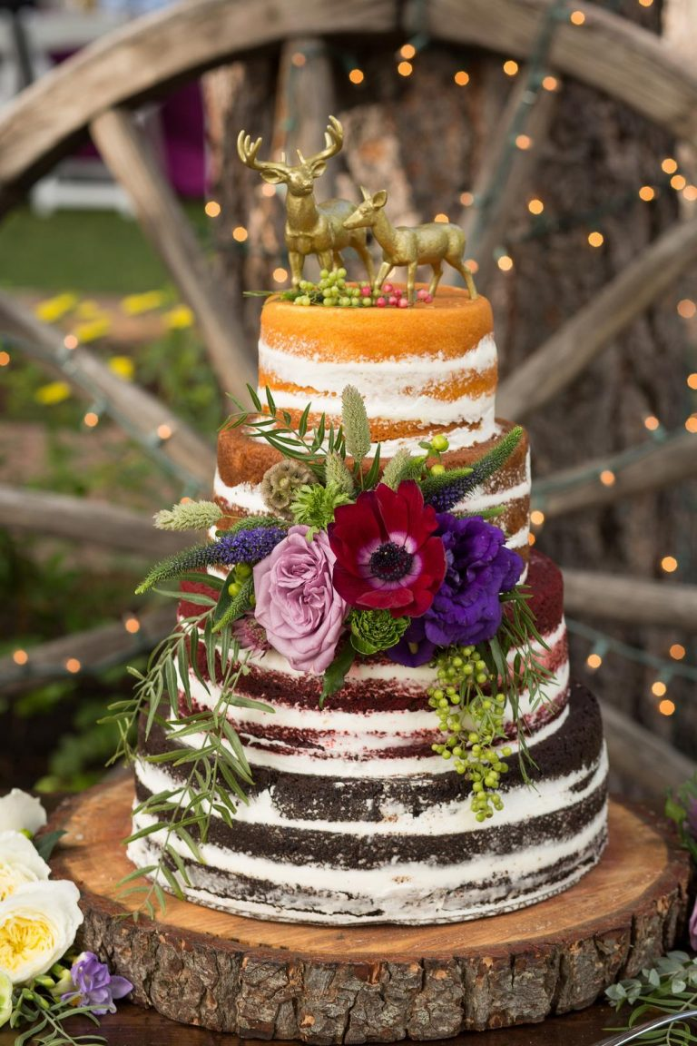 nahá trojfarebná svadobná torta