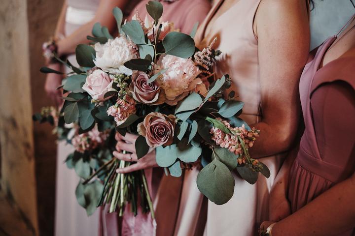 staroružová svadobná kytica