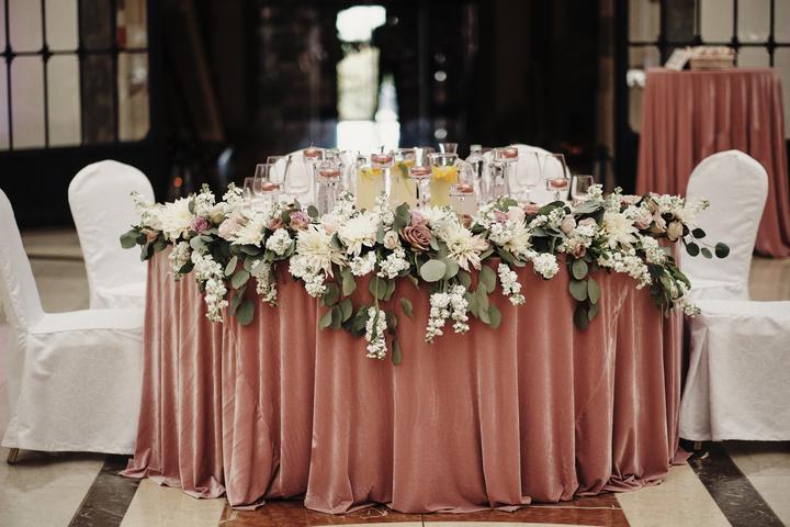 výzdoba hlavného svadobného stolu