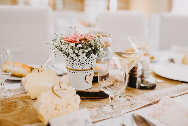 handmade svadobná výzdoba s čipkou