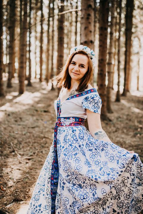 nevesta vo folklórnych šatách