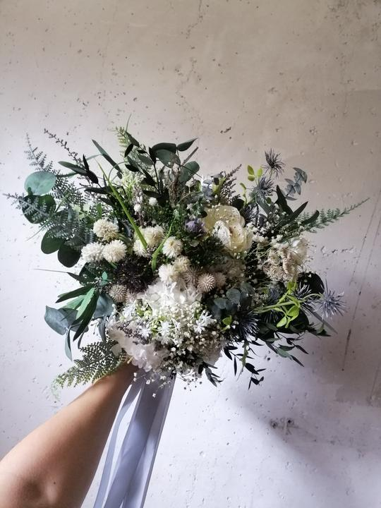 netradičná svadobná kytica z lúčnych kvetov