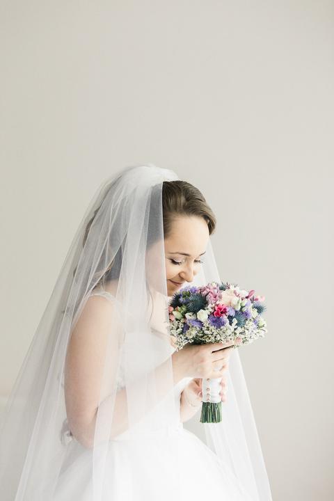 svadobná kytica z lúčnych kvetov