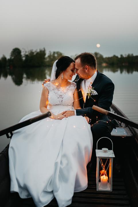svadobné fotenie v loďke