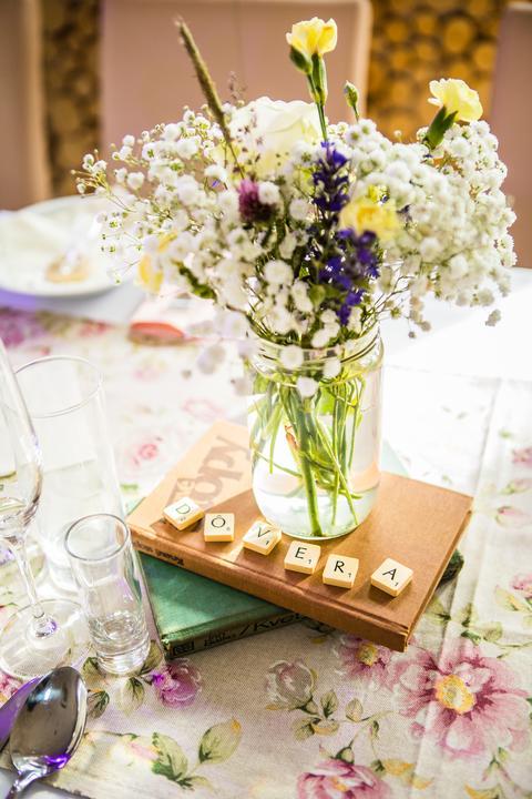 svadobná výzdoba z lúčnych kvetov