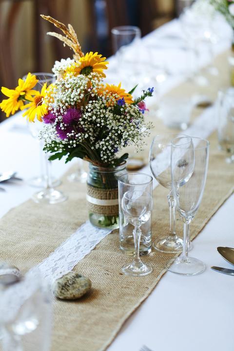 pestrofarebná svadobná výzdoba