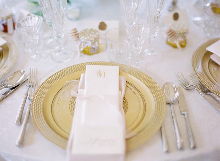 zlaté taniere vo svadobnej výzdobe