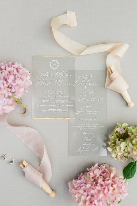 priesvitné svadobné oznámenia