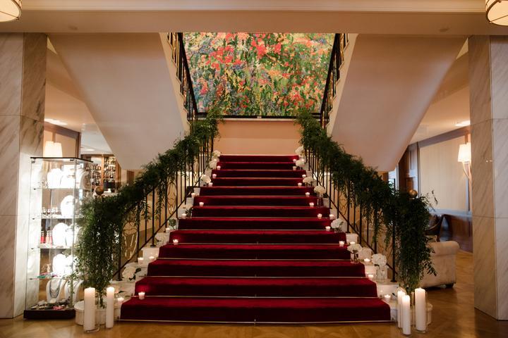 svadobná výzdoba schodišťa