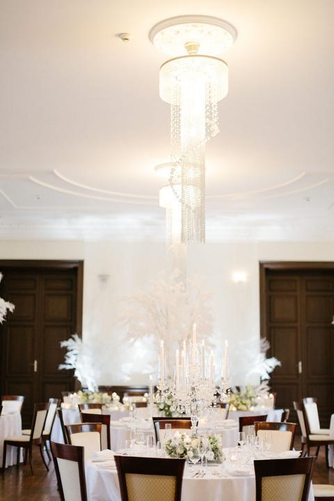bielo-hnedá svadobná výzdoba