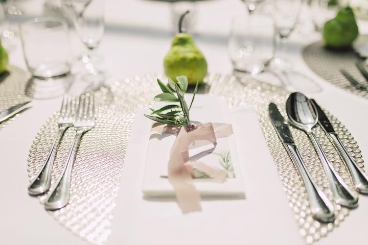 jednoduché a elegantné svadobné stolovanie