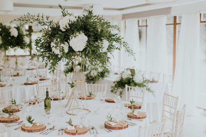 elegantná biela svadobná výzdoba