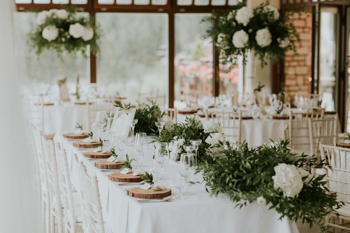 minimalizmus a prírodné prvky vo svadobnej výzdobe