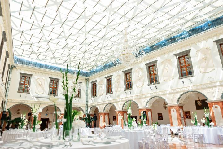biela svadobná výzdoba v Galicia Nueva