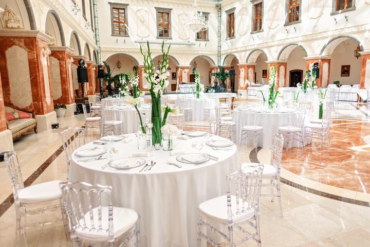 minimalistická svadobná výzdoba s fréziami