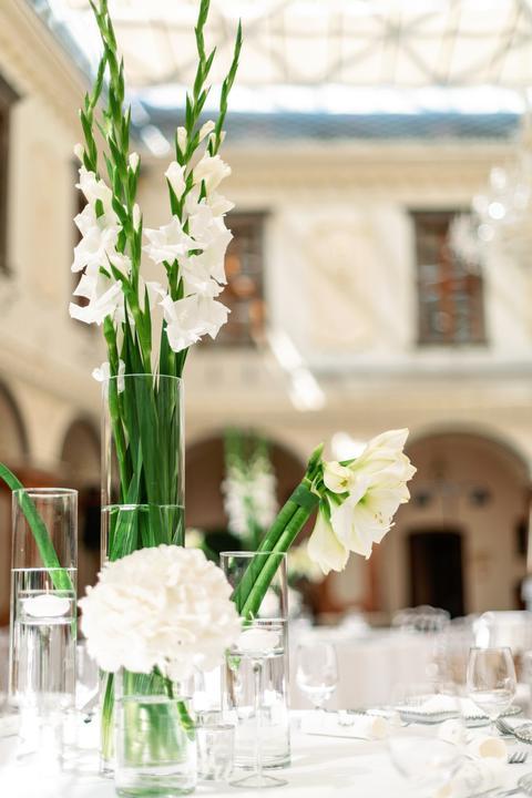frézie vo svadobnej výzdobe