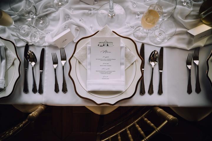 bielo zlatá svadobná výzdoba