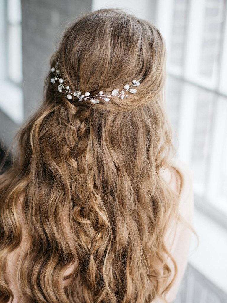 svadobný účes z rozpustených vlasov