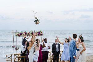 hádzanie svadobnej kytice