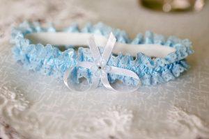 modrý svadobný podväzok