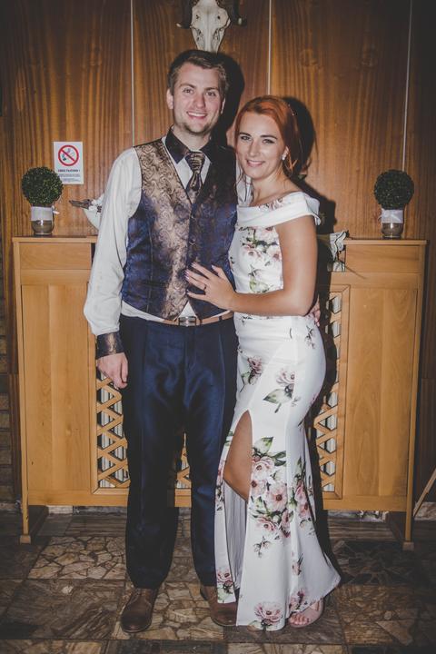 kvetované popolnočné šaty