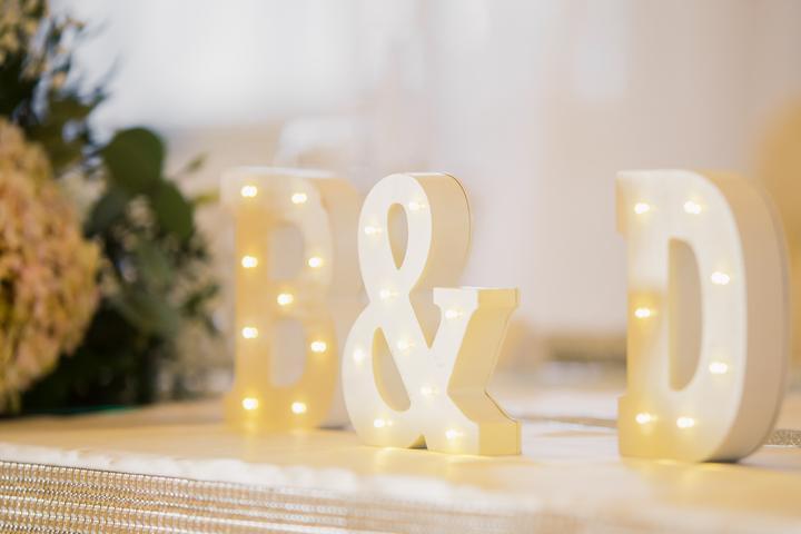 svetelné písmená na svadbe