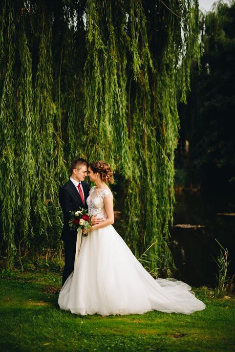 bordovo-zlatá svadba v Limbachu