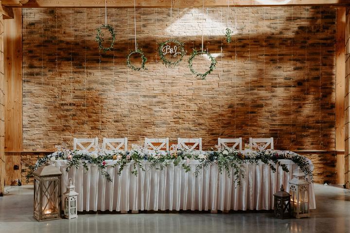 svadobná výzdoba hlavného stola