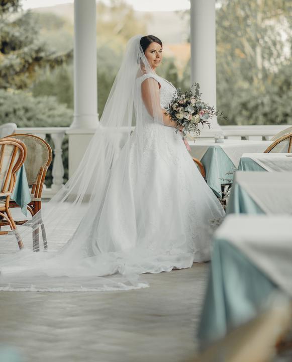 svadobné šaty pre moletku