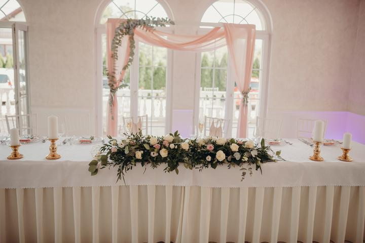zlato-ružová svadobná výzdoba