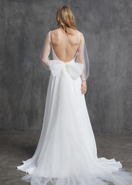 elegantné jednoduché svadobné šaty s dlhým rukávom a mašľou Kelly Faetanini, model Sophia