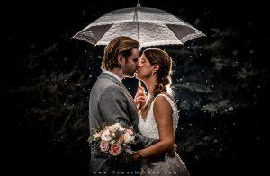 svadobné foto v daždi
