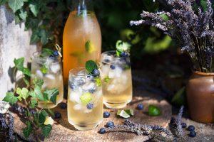 chladená ovocná limonáda na svadobnú hostinu